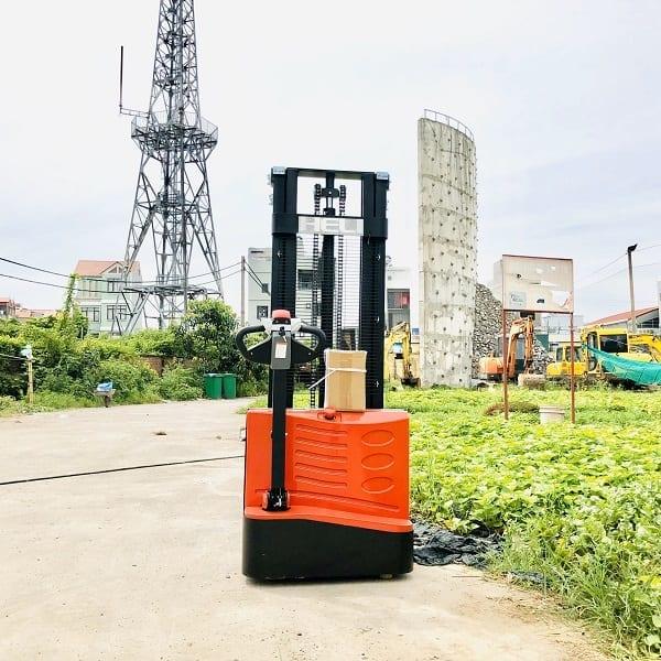 xe-nang-dien-dung-lai-1.5-tan-heli